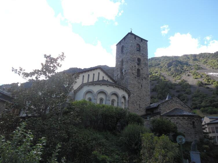Центр столицы Андорра-ла-Велья, церковь Св. Арменголя