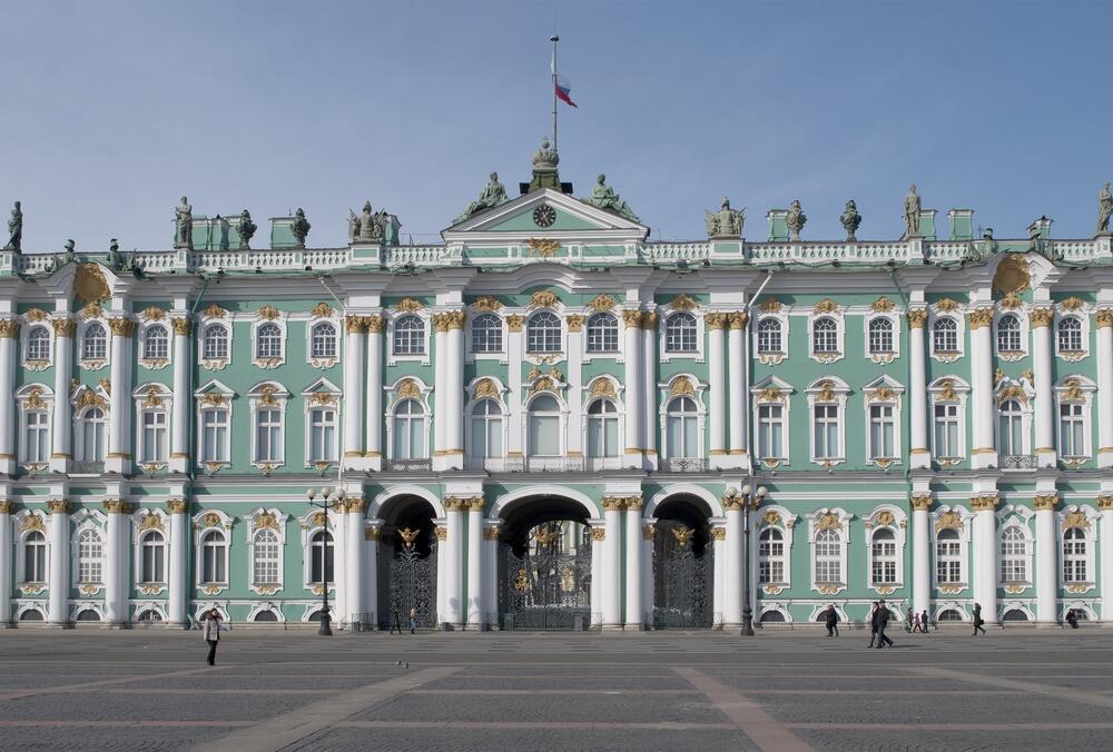 Вид на центральный вход Зимнего дворца