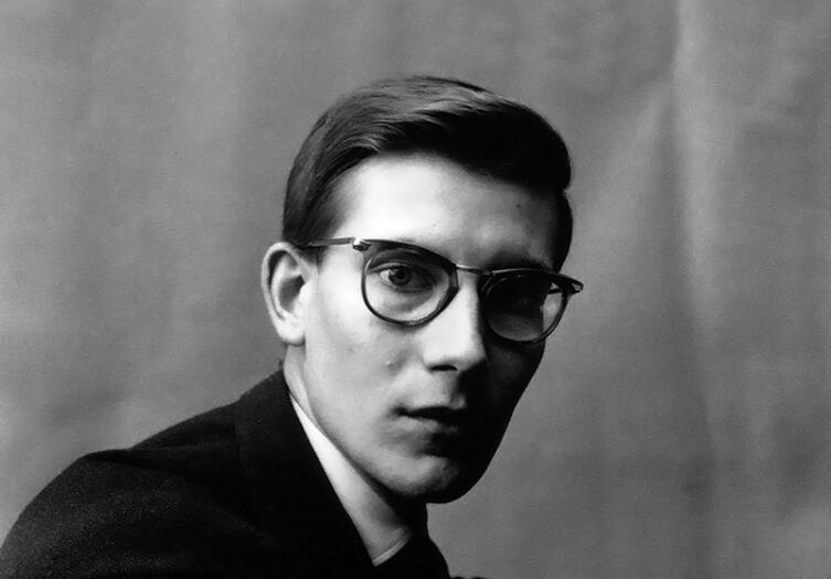 Ив Сен-Лоран в 1957 году