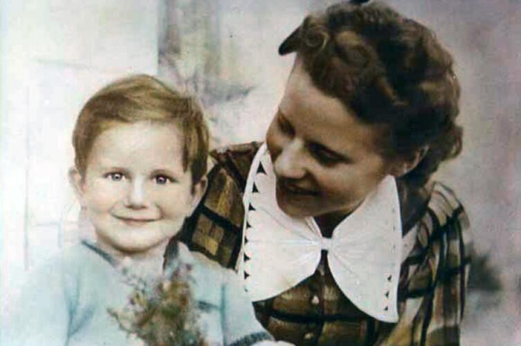 Ив с матерью Люсьен Лоран