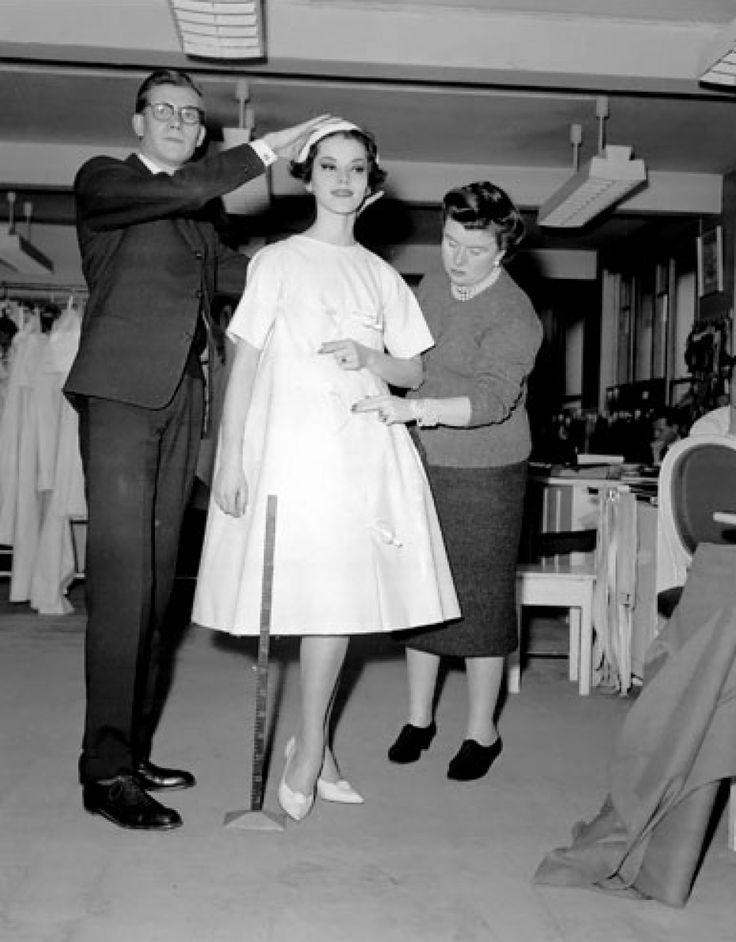 Ив Сен-Лоран на премьере коллекции Christian Dior, 1958г.