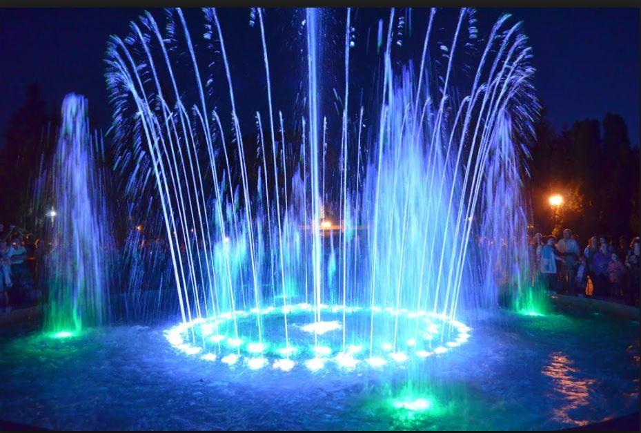 Цветной музыкальный фонтан в Миргороде