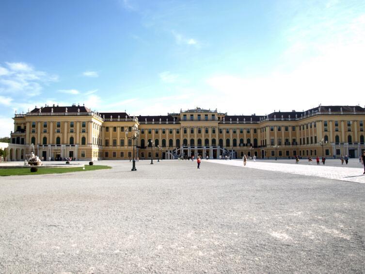 Основная летняя резиденция австрийских императоров Шенбрунн