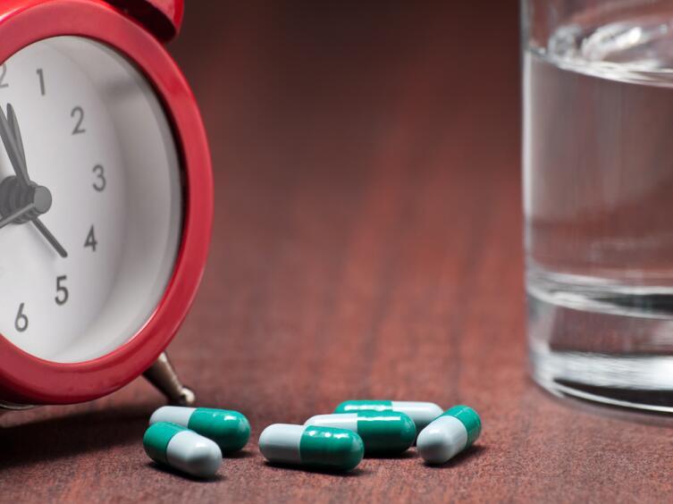 Если привыкнуть к алгоритму: «Я пью таблетку утром, сразу после подъема», это станет привычкой и вы не пропустите прием лекарства
