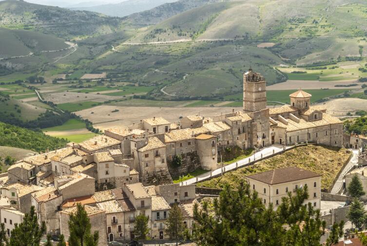 Прекрасный вид из замка Кастель дель Монте