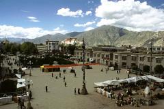 Чем известна улица Бархор в Лхасе - древней столице Тибета?