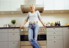 Кухня «для себя» также может быть вполне нейтральной...