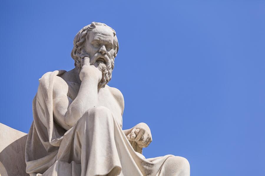 Статуя Сократа в Афинах, Греция