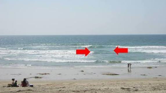 Первый признак отбойного течения, видимый с берега