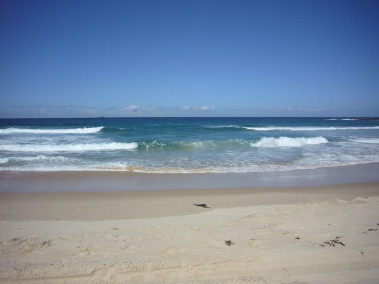 Еще одно, видимое с берега, обратное течение