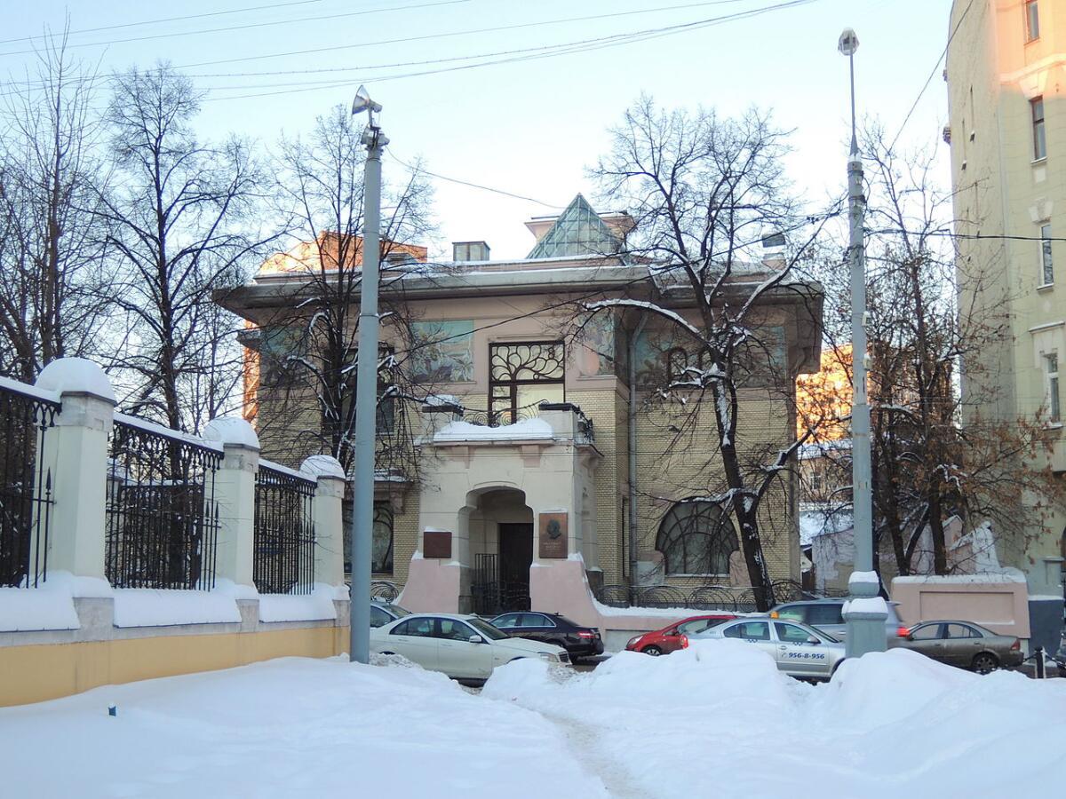 Москва. Что помнят стены особняка на углу Малой Никитской и Спиридоньевского переулка?