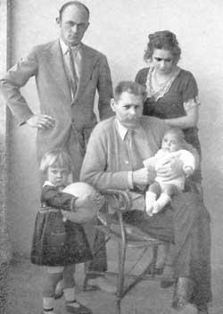 М. Горький, М. Пешков, Н. Пешкова, внучки Марфа и Дарья Пешковы, 1928 год