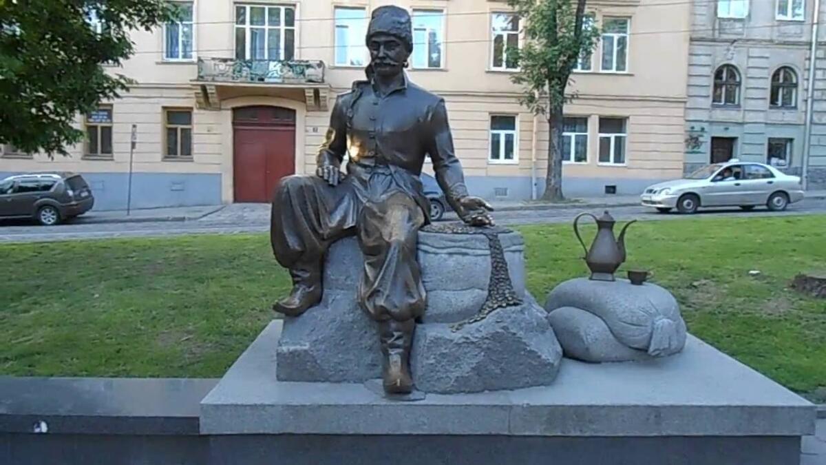 Памятник Кульчицкому во Львове