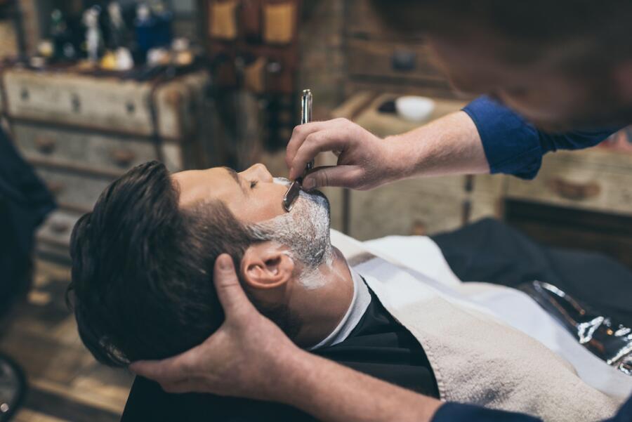 Сколько веков люди бреются? Эпоха опасной бритвы