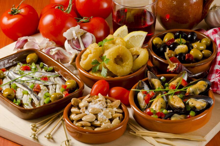 Испанские закуски в ассортименте