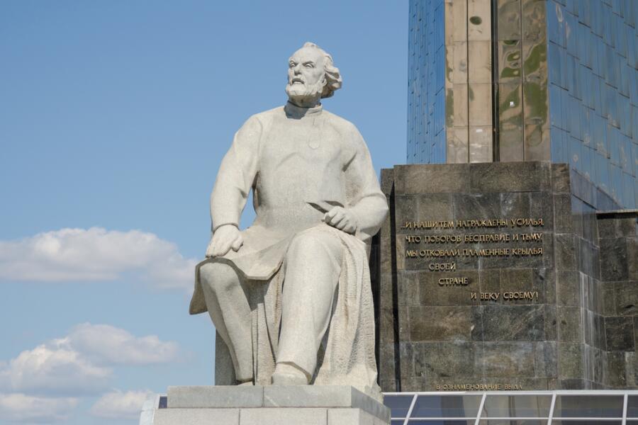 Памятник К. Э. Циолковскому в Москве на Аллее космонавтов