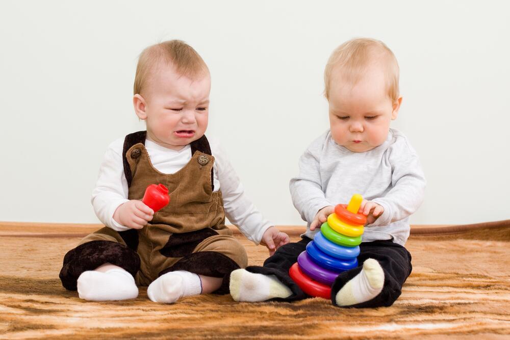 Для малыша даже слабый удар игрушкой может быть травмоопасным