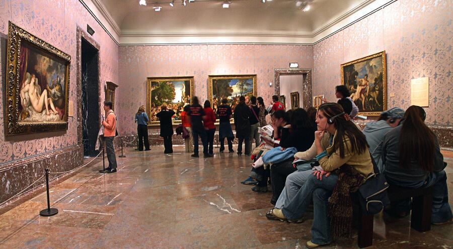 Картины Тициана на выставке в Прадо (слева направо: Даная и золотой дождь, Поклонение Венере, Вакханалия, Венера и Адонис)