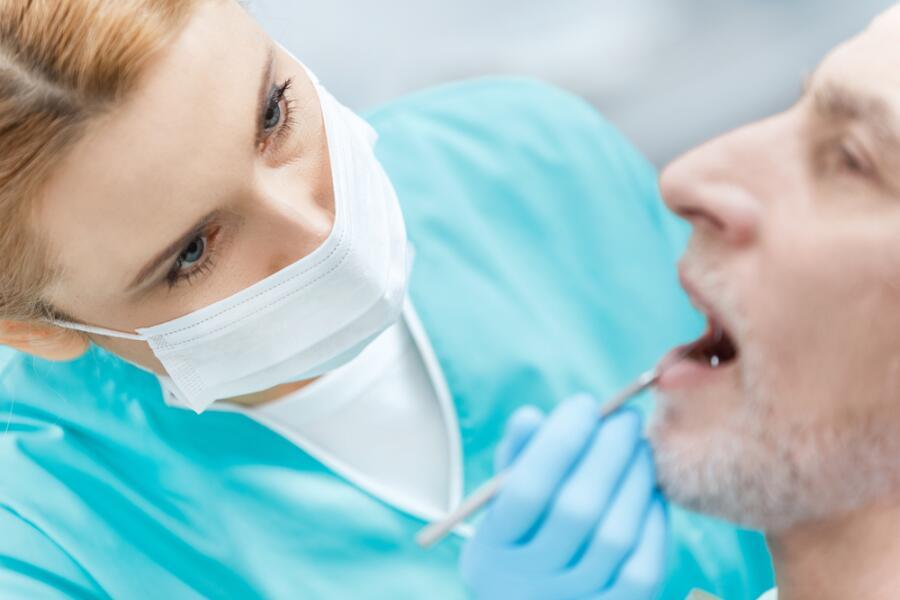 Стоит ли садиться в кресло к стоматологу, когда он - несостоявшийся скульптор?