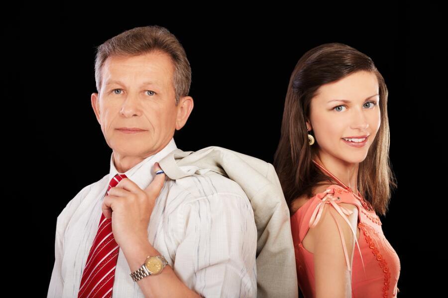 Почему девушки ищут мужчин старше себя?