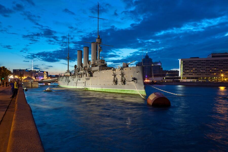 """«Что тебе снится, крейсер """"Аврора"""", в НОЧЬ, когда УТРО встает над Невой?»"""