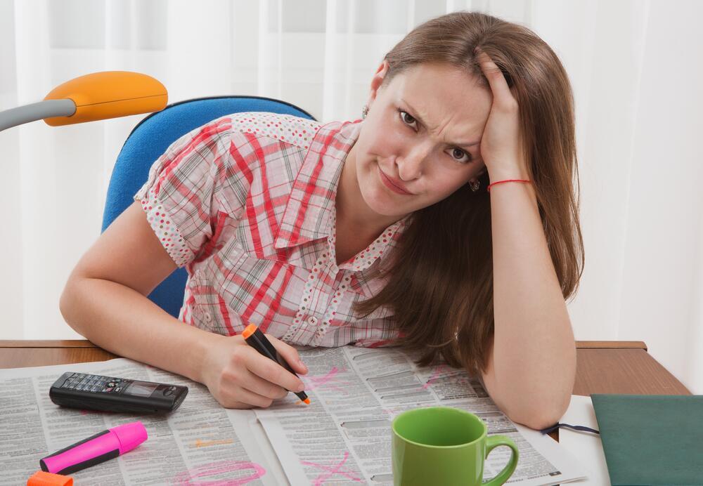 Можно не искать работу в бумажной газете, а посмотреть вакансии на сайте этого издания в Интернете