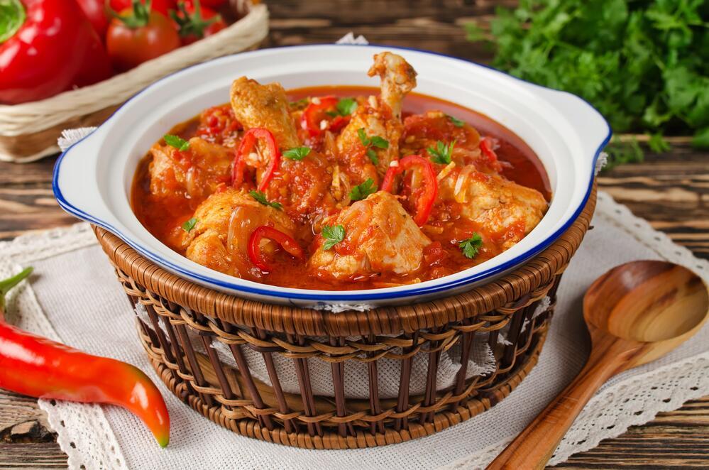 Чахохбили— курица, тушеная с помидорами— вкуснейшее блюдо, гораздо дешевле готовой пиццы