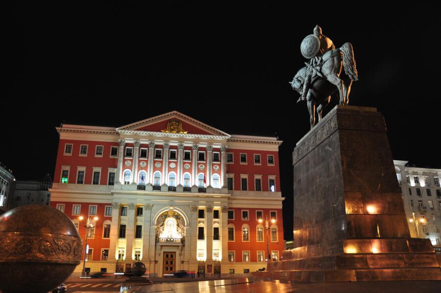 Мэрия Москвы и статуя Юрия Долгорукого
