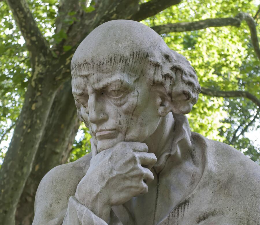 Памятник Парацельсу в Зальцбурге