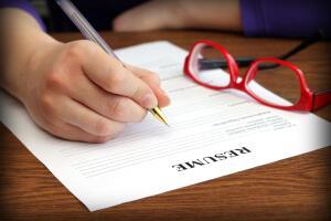 Цель вашего резюме – чтобы вас пригласили на собеседование. Поэтому, выясняйте, что нужно конкретной компании, и пишите в резюме именно об этом.