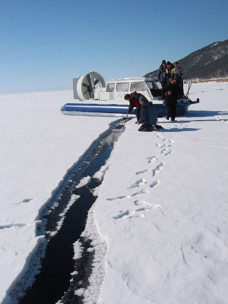 Обследование ледового покрова на Байкале