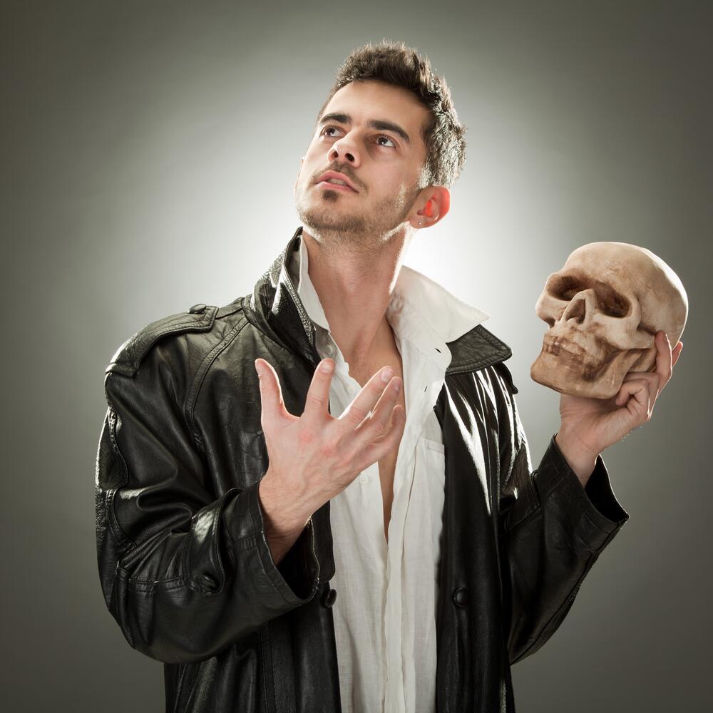 Главное— это настрой на творчество, ведь и шекспировский «Гамлет» был создан на основе переделки средневековых хроник о принце Амлете