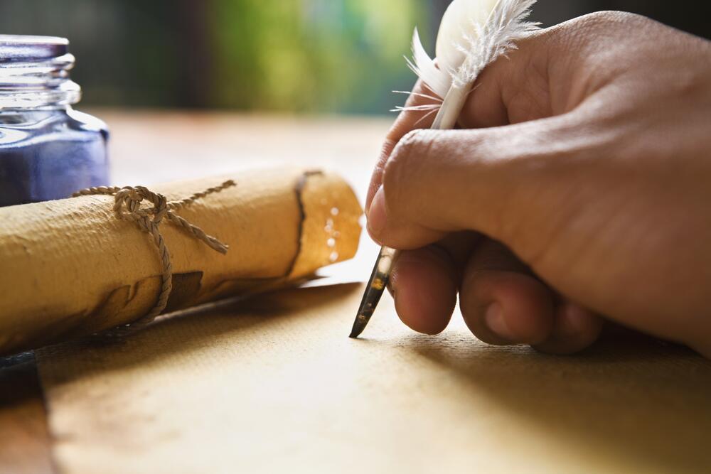 Любая история— это роман в миниатюре. В ней есть сюжет, конфликт, персонажи, время и место действия, завязка, кульминация и развязка