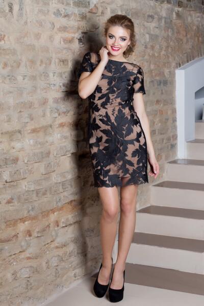 Даже если очень хочется надеть мини-платье, то его длина не может быть меньше, чем 45см