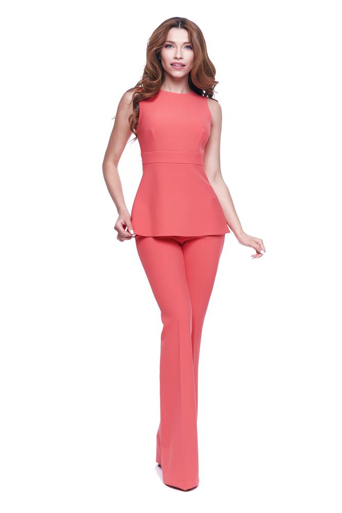 Шелковые брюки и топ— наряд в стиле casual