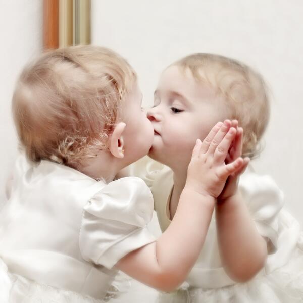 Нужно ли зеркало в  детской комнате?