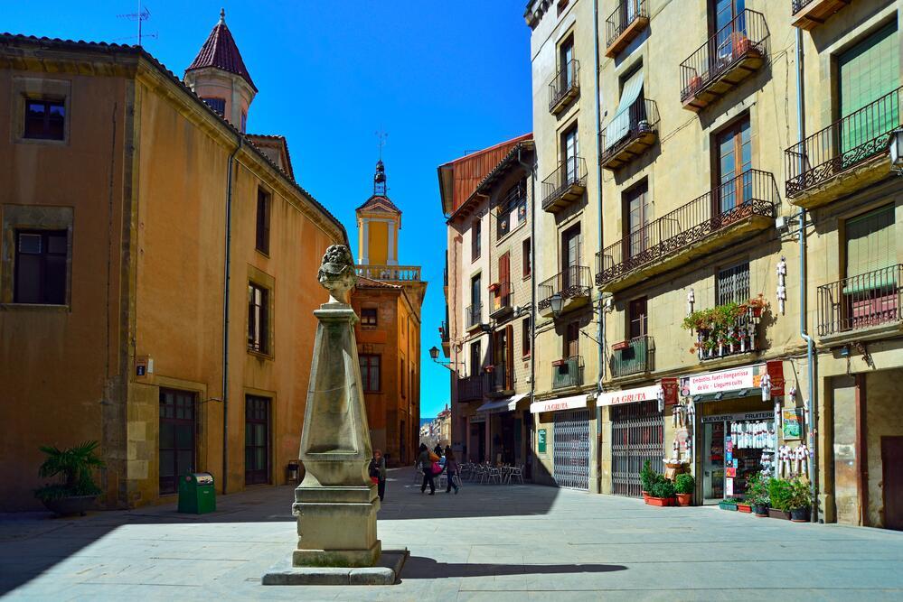 Питьевой фонтан на площади Placa del Pes, город Вик