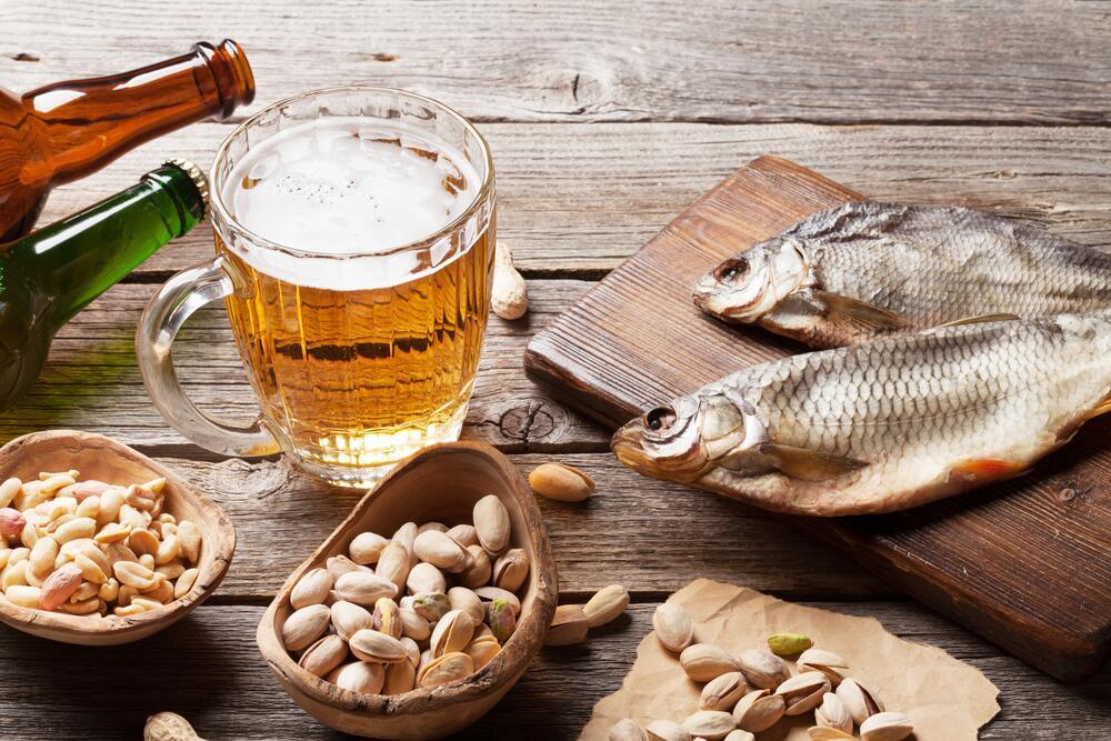 Пиво содержит около 34 ккал в 100 граммах напитка, но возбуждает аппетит