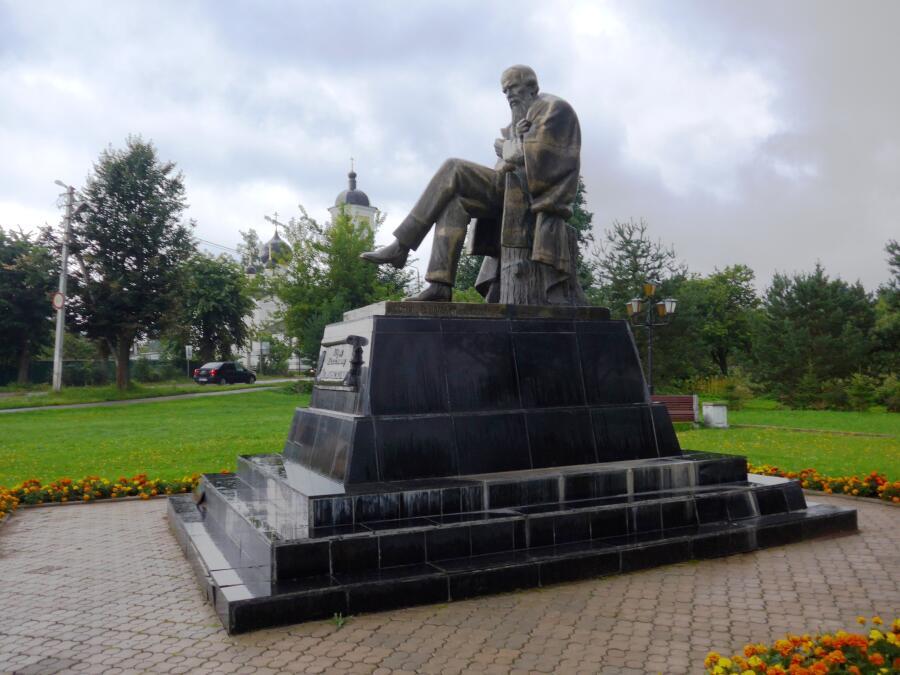 Памятник Ф. М. Достоевскому в Старой Руссе