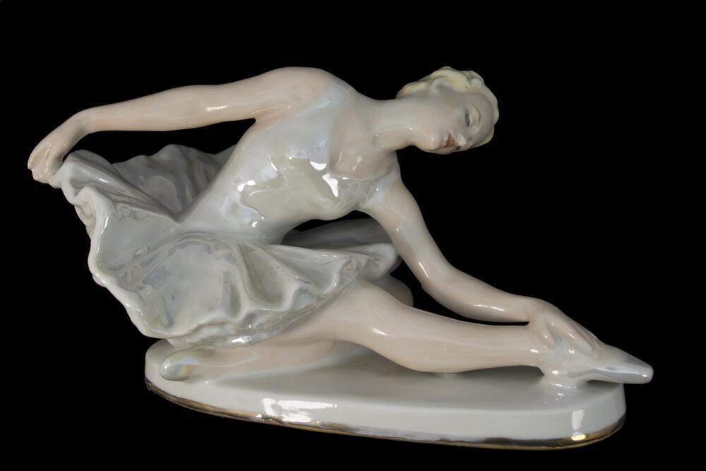 «Умирающий лебедь», фарфоровая статуэтка