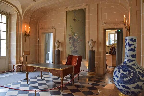 Холл в музее Ниссим-де-Камондо