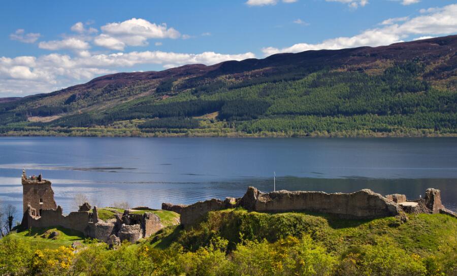 Руины Уркварт Замок с видом на озеро Лох-Несс