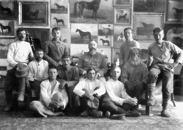 Я. И. Бутович и служащие его завода в галерее Прилепы