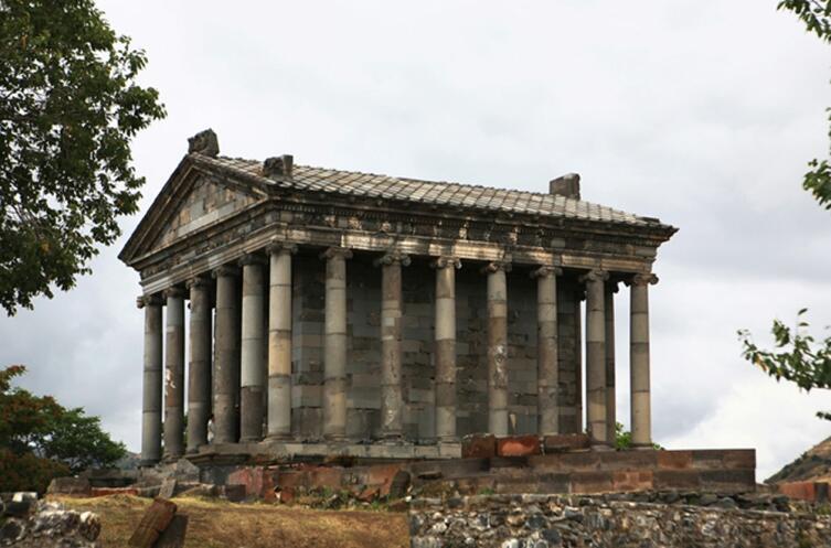 Языческий храм Гарни I в. н. э.
