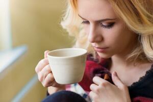 Почему не следует пить кофе по утрам?