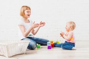 Чему учит детей игра в ладушки?