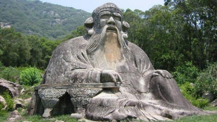 Каменная скульптура Лао-цзы, расположенная к северу от города Цюаньчжоу, Китай