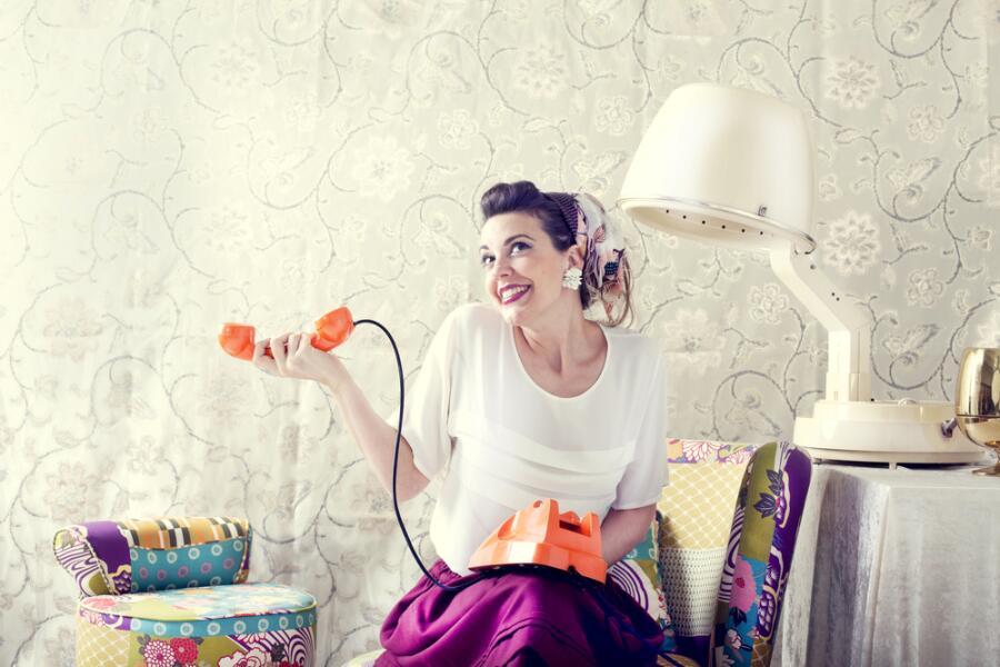 Байки старьевщицы: кому нужны старые вещи? Телефоны