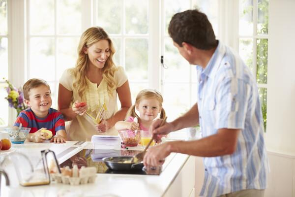 Как накормить семью быстро и сытно? Варианты завтрака для работающей мамы