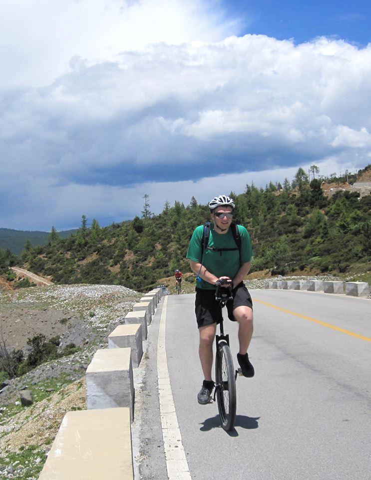 Кевин Джильберстон на своем любимом моноцикле